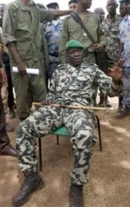 Hình: ASSOCIATED PRESS Người đứng đầu vụ đảo chánh, Đại úy Amadou Sanogo