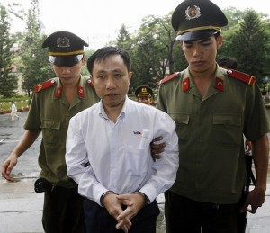 Dissident Nguyen Bac Truyen (C) is led t